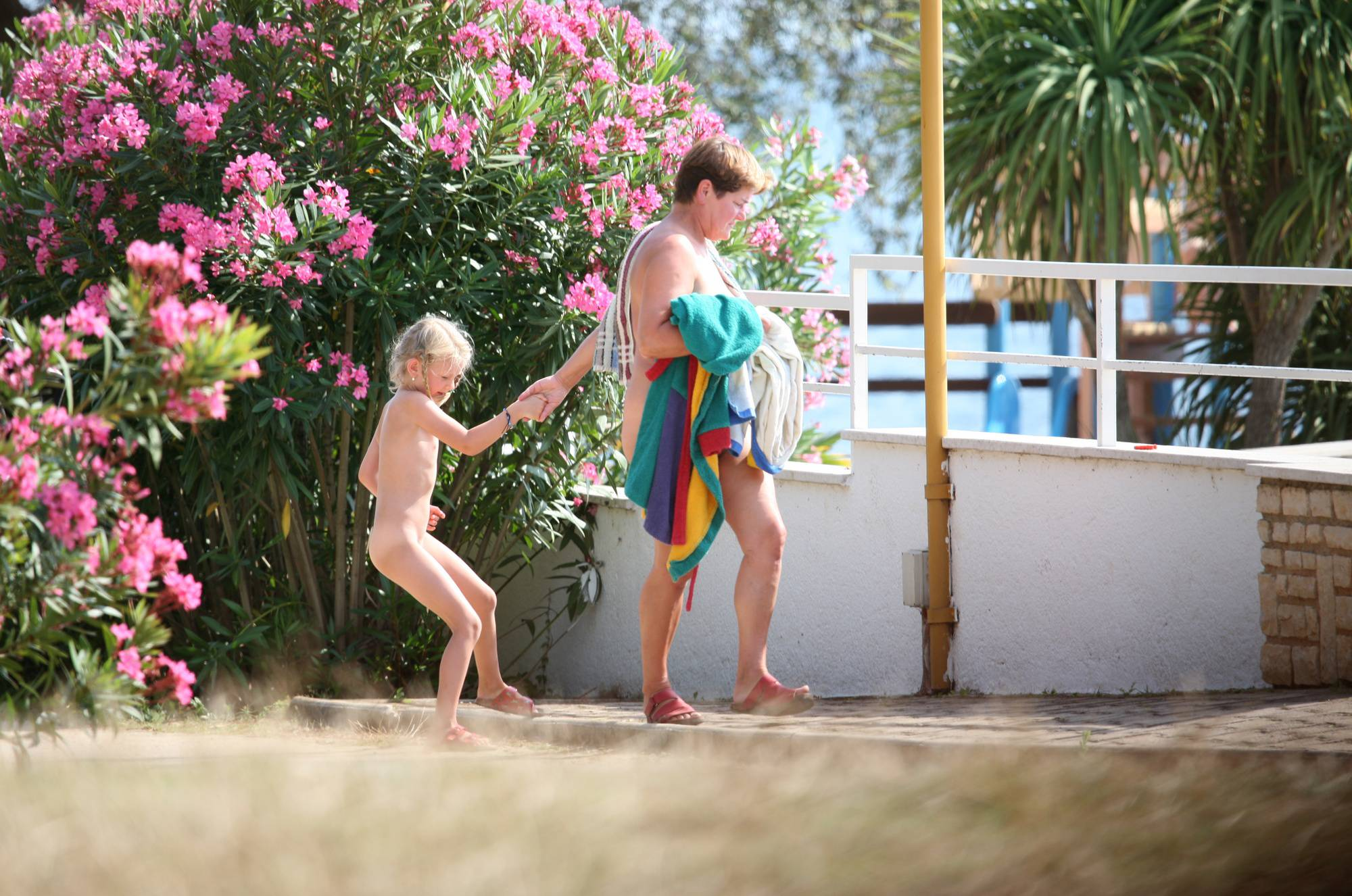 Nuda Pool Family Lifestyle - 1
