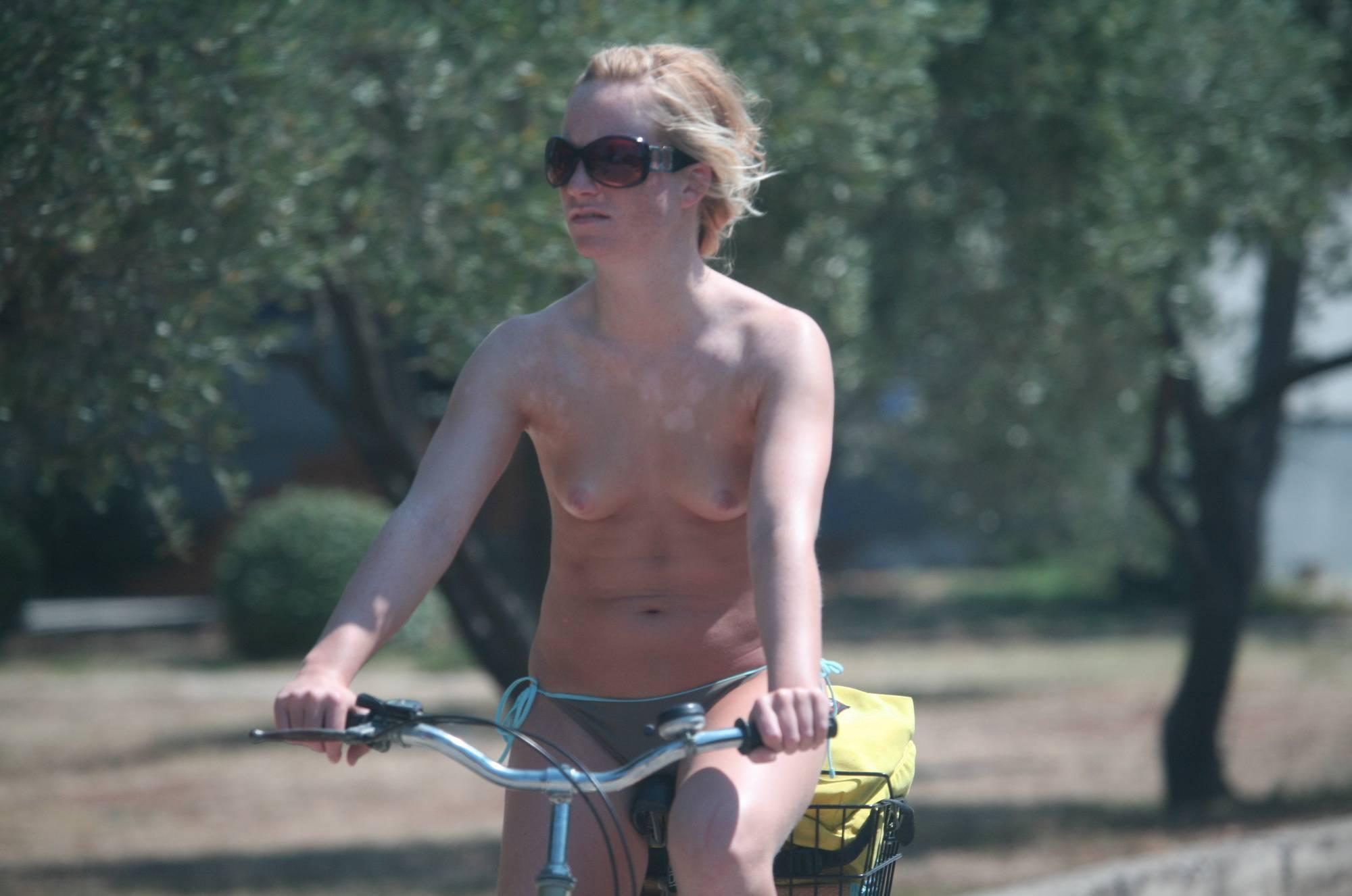 Avilia FKK Naturist Biking - 2