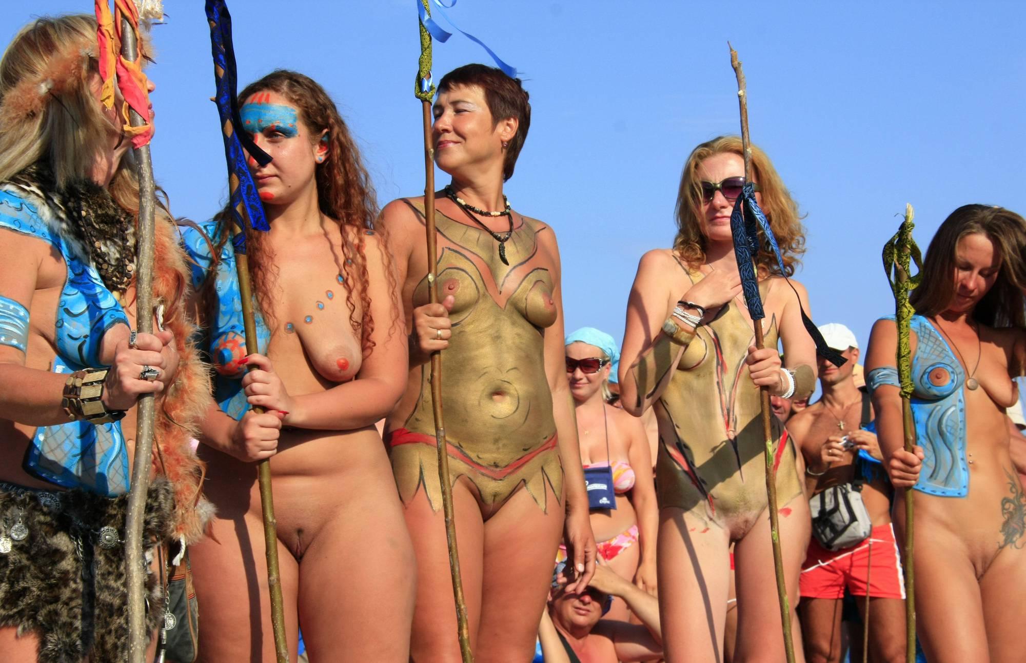 Neptune Standing Crowds - 2